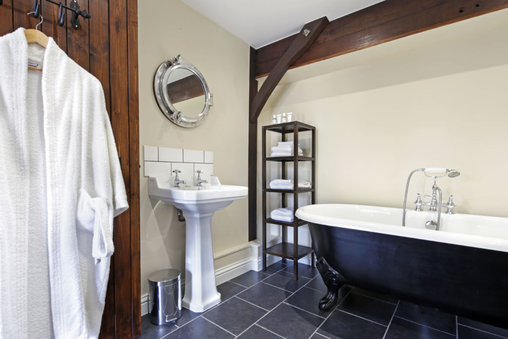 Hormonal Wellbeing Retreat in Sussex, bathroom